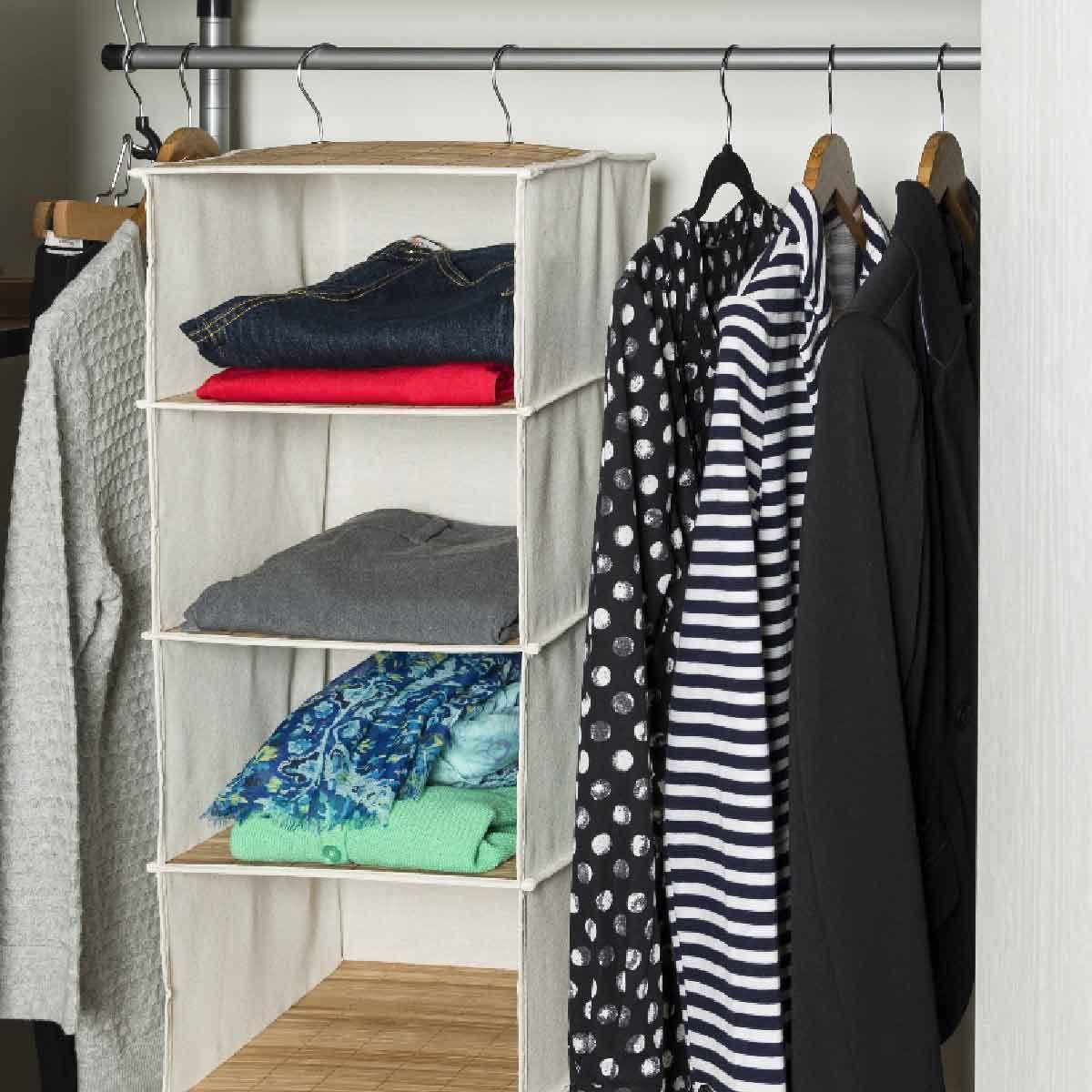 etag re suspendue pour pulls rangement penderie. Black Bedroom Furniture Sets. Home Design Ideas