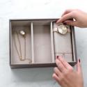 Plateau à bijoux taupe intérieur velours avec 3 compartiments