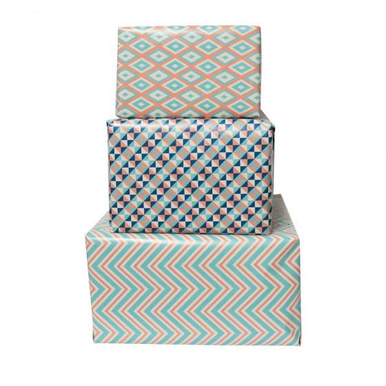 Rouleau de papier cadeau blanc à motifs