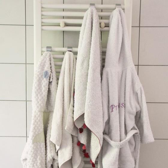 4 crochets à suspendre sur un radiateur sèche serviette