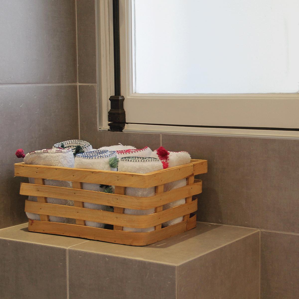 Panier rangement en bois salle de bain for Rangement salle de bain bois