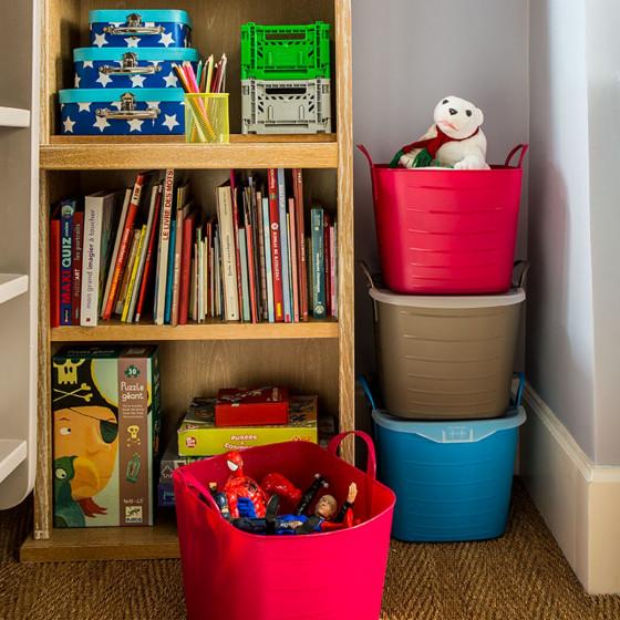 bac souple bleu avec couvercle organisation placards. Black Bedroom Furniture Sets. Home Design Ideas