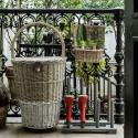 Range-bottes de jardin en bois gris