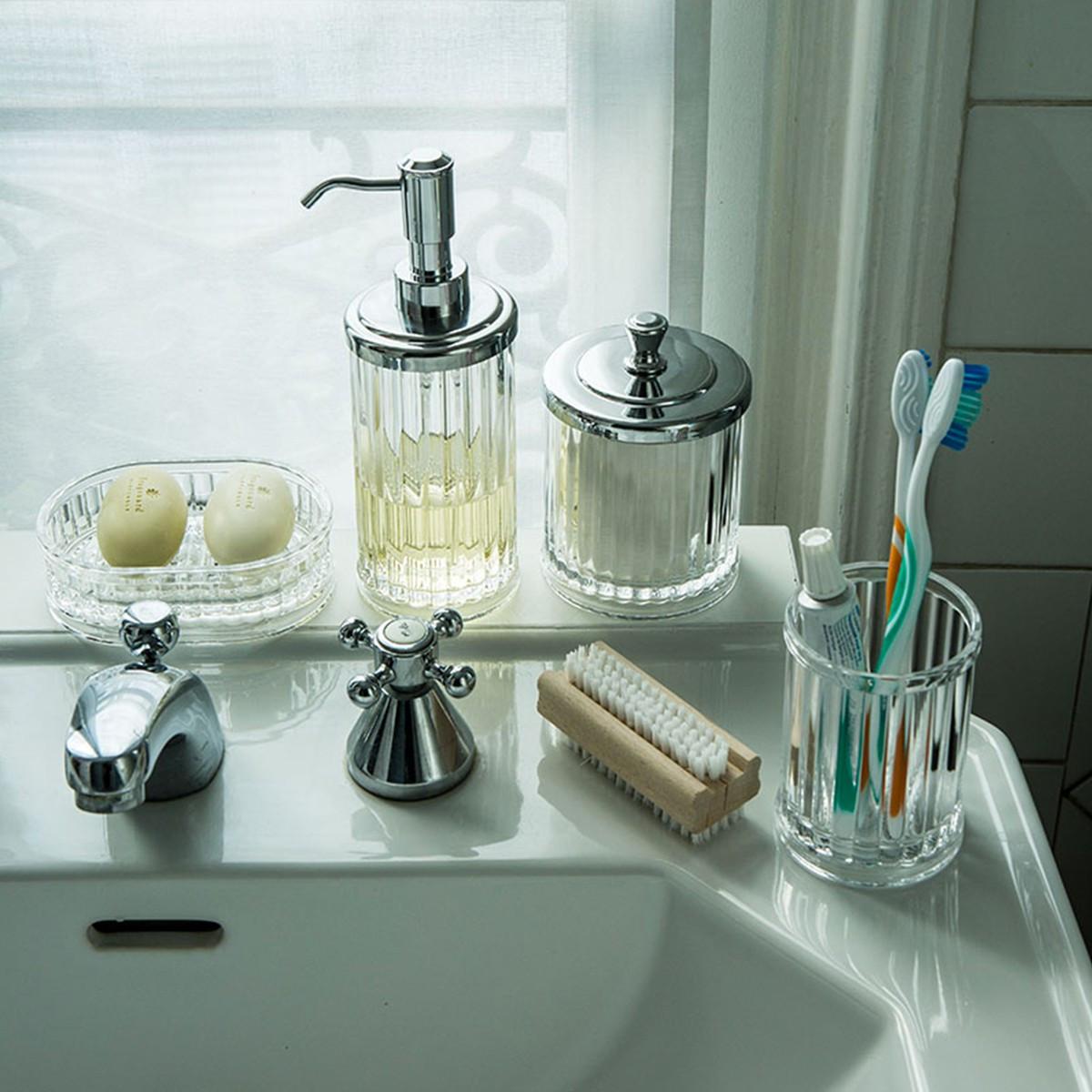 Distributeur savon rangement salle de bain for Distributeur salle de bain