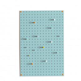Panneau perforé bleu vert d'eau avec 15 clous en bois taille M