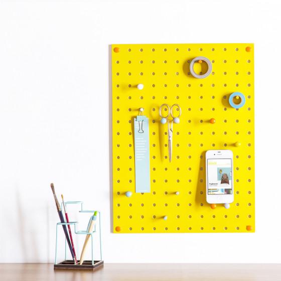 panneau perfor jaune vif affichage. Black Bedroom Furniture Sets. Home Design Ideas