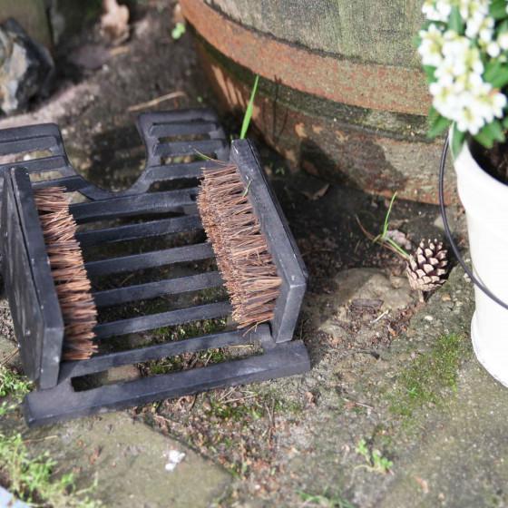 Tire bottes brosse en fonte