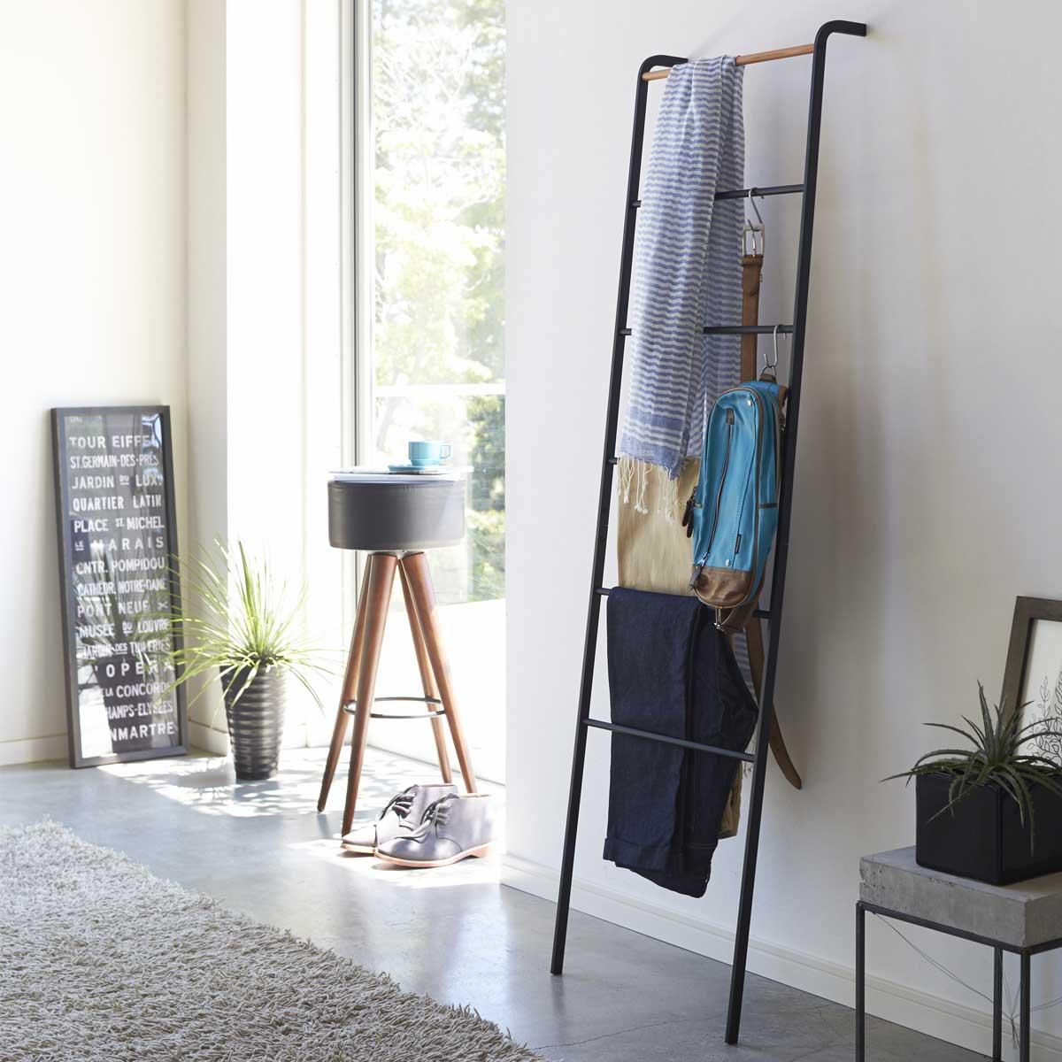 echelle porte v tements design. Black Bedroom Furniture Sets. Home Design Ideas