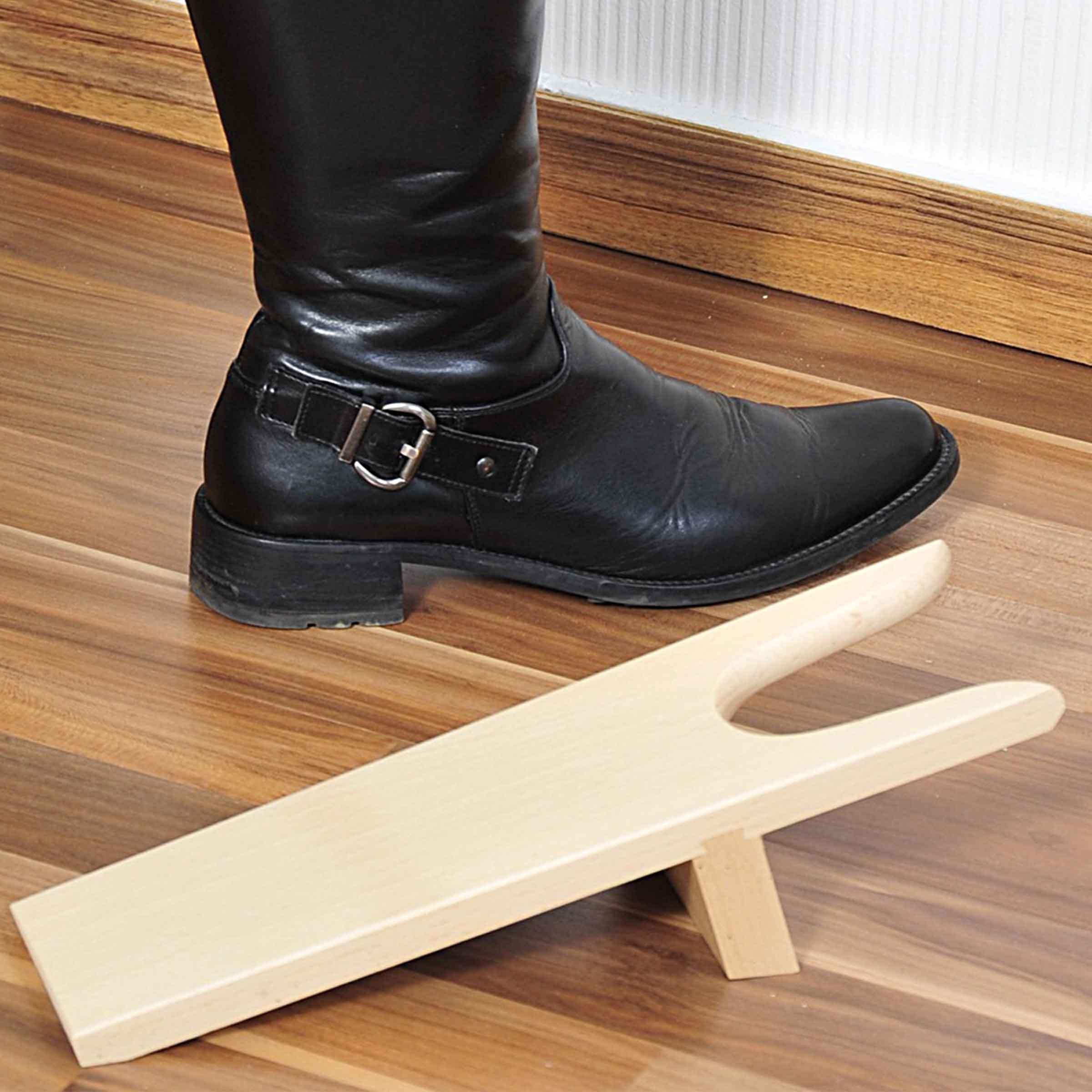 Tir-bottes en bois clair pour entrée