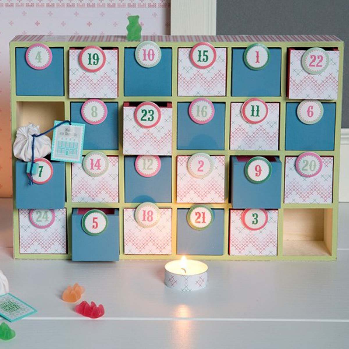 24 Petits Jouets Garçons (6 à 9,5 cm maxi) Calendrier de l'Avent