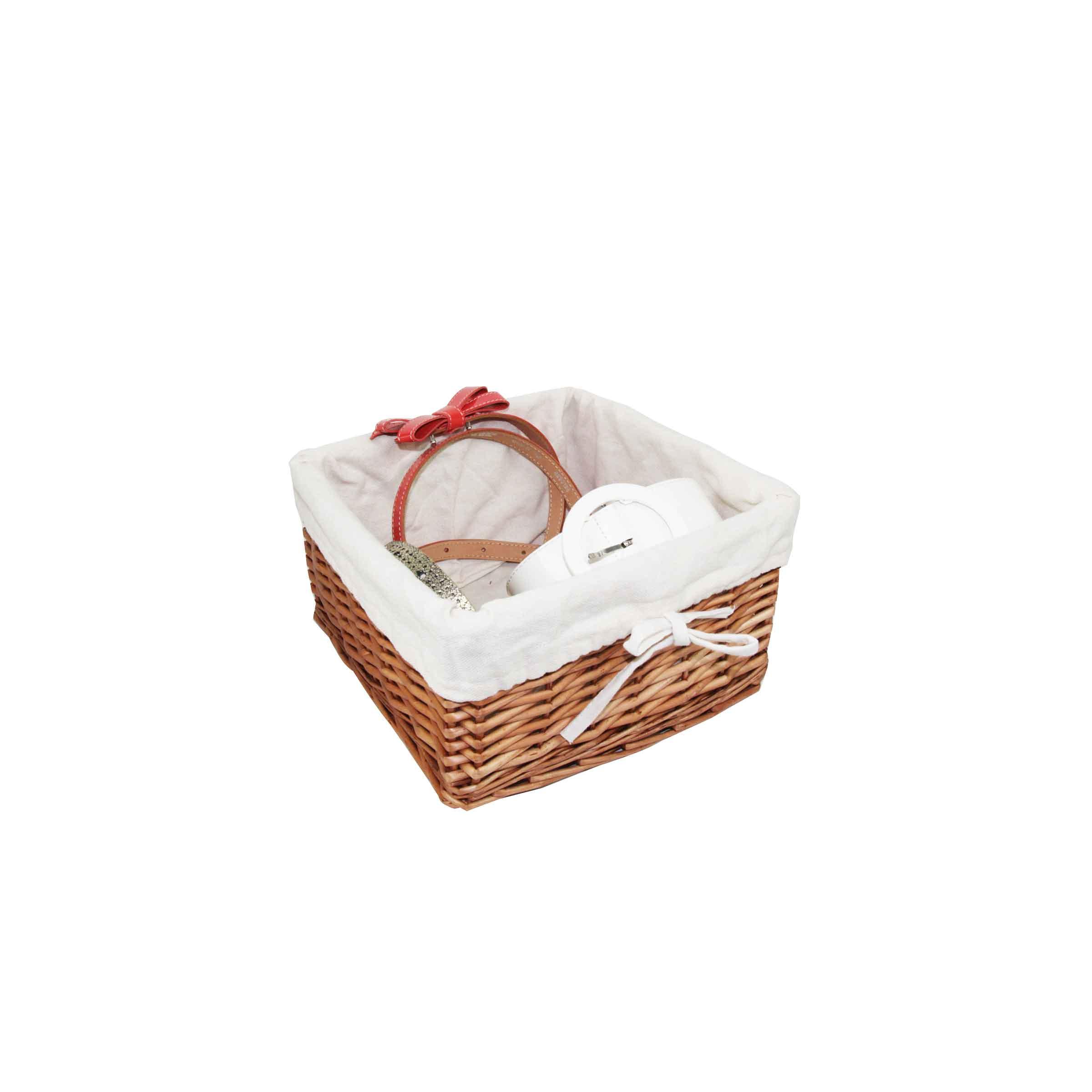 panier carré en rotin avec tissu en coton blanc à l'intérieur