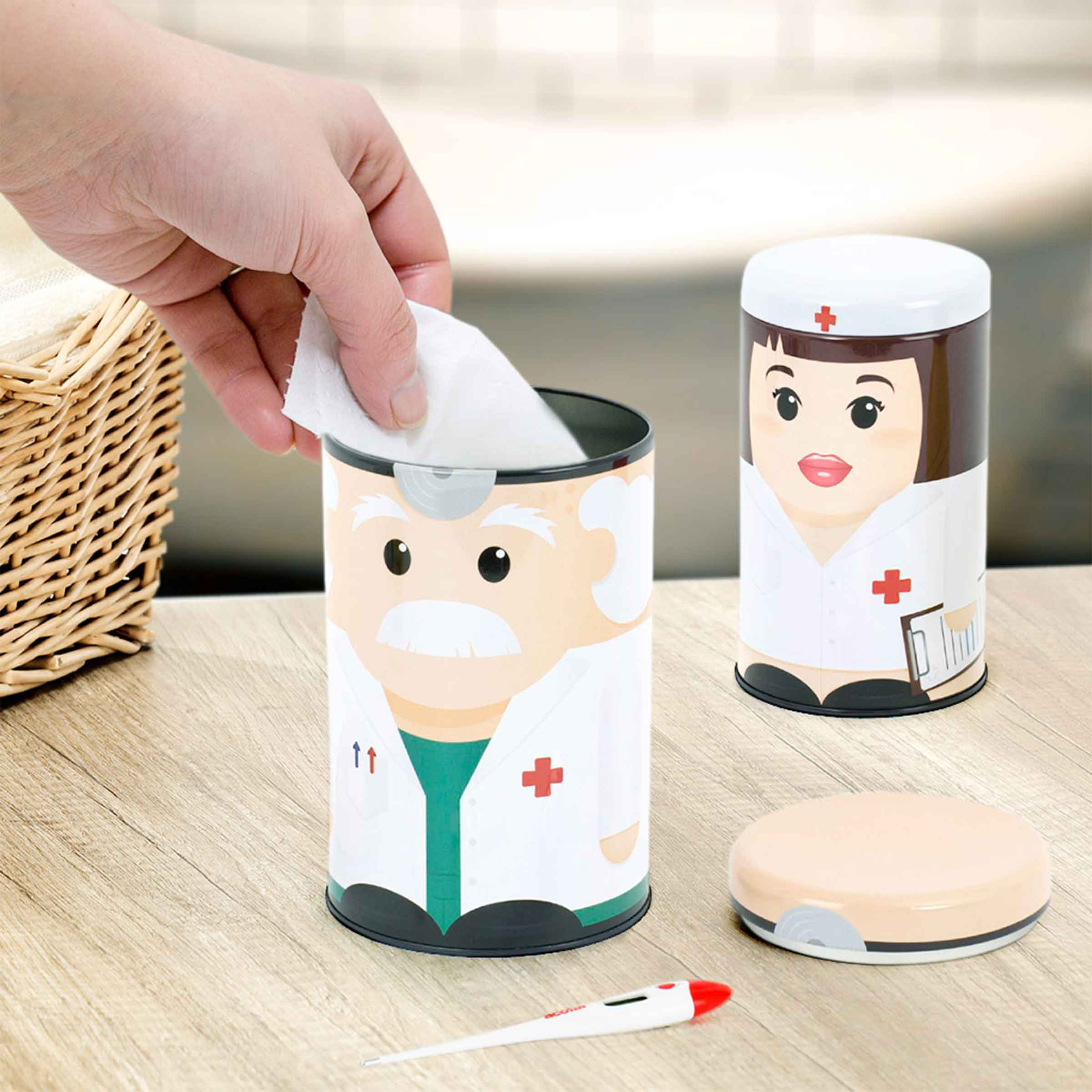 2 boîtes en métal pour ranger les médicaments avec images docteur et infirmière