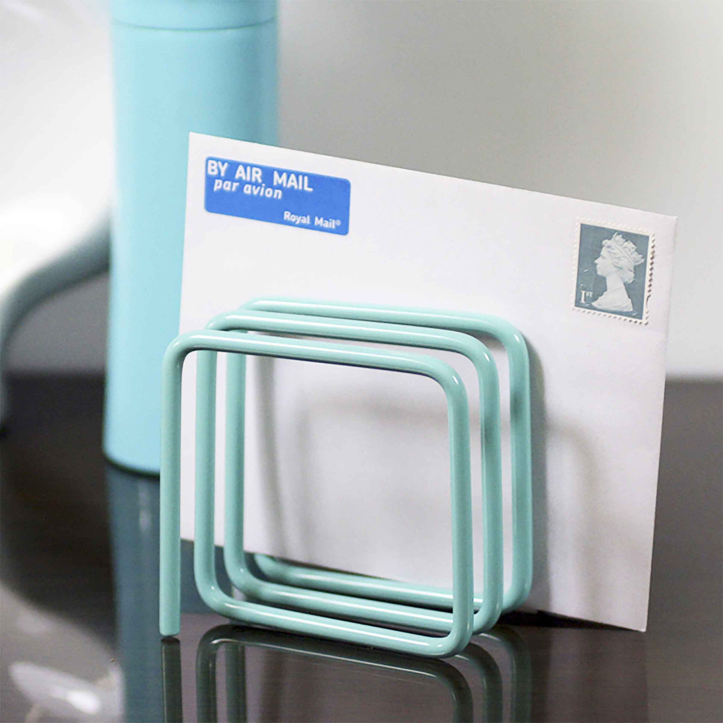 Support en métal ressort couleur bleu clair pour courrier