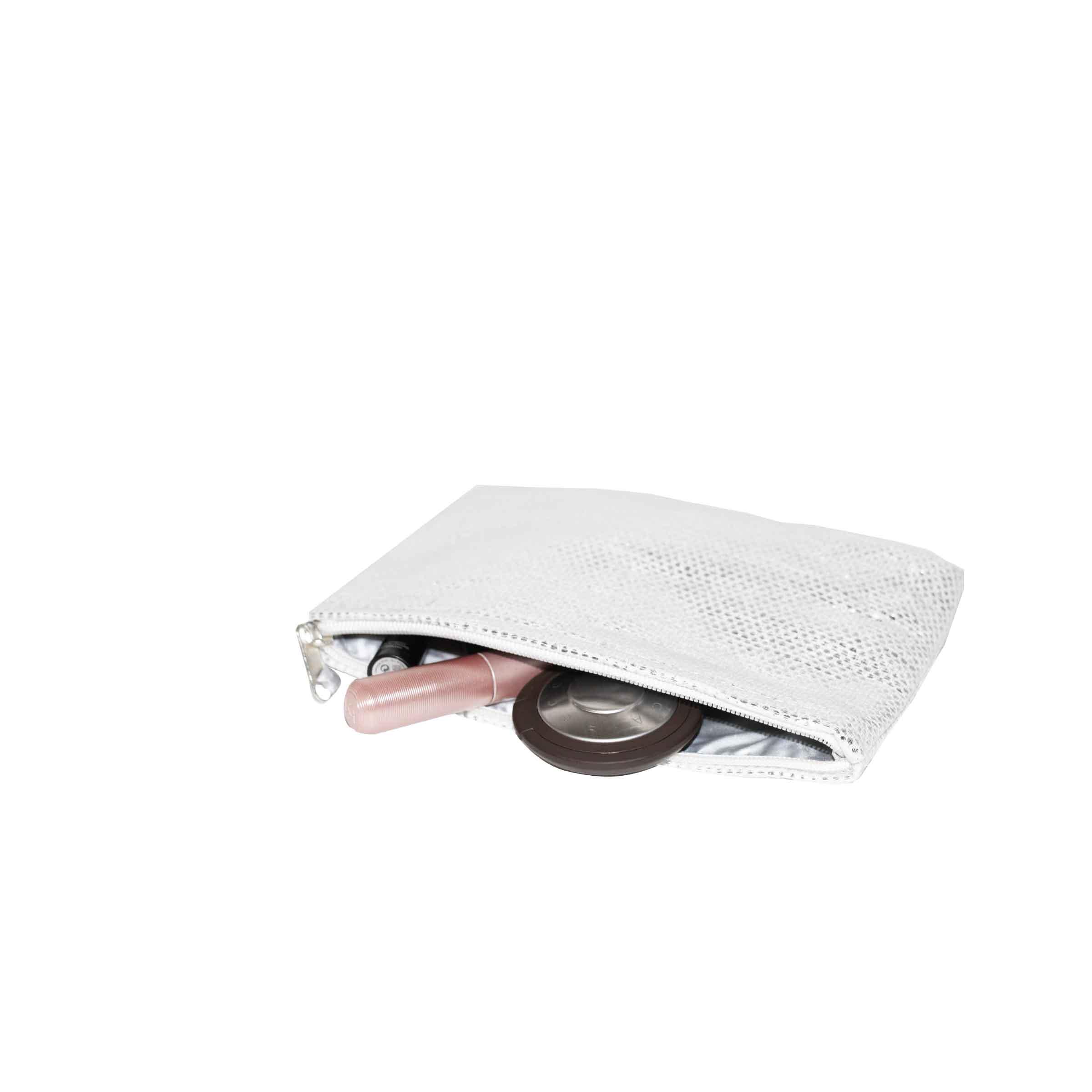 pochette argentée plate rectangulaire en tissu souple avec fermeture éclair