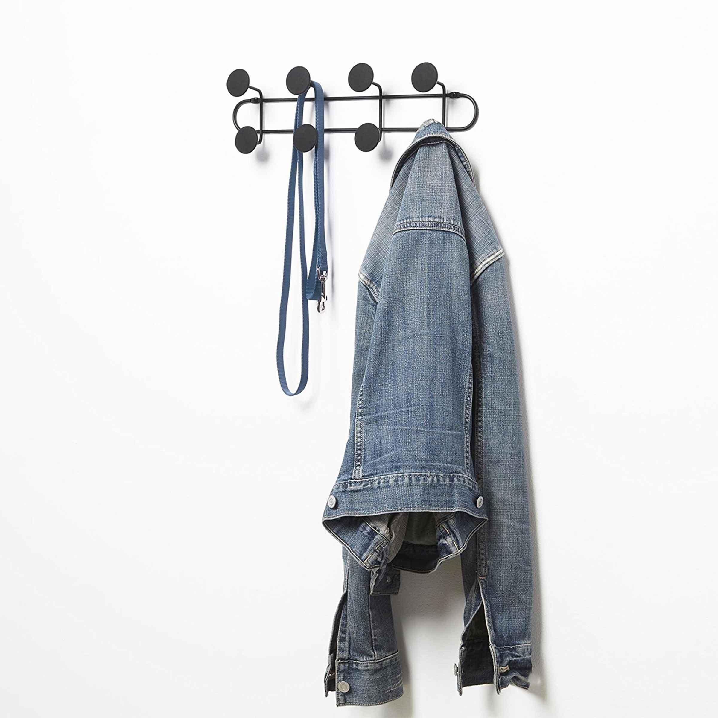 Pat re noire suspendre ou fixer - A quelle hauteur fixer un porte manteau ...
