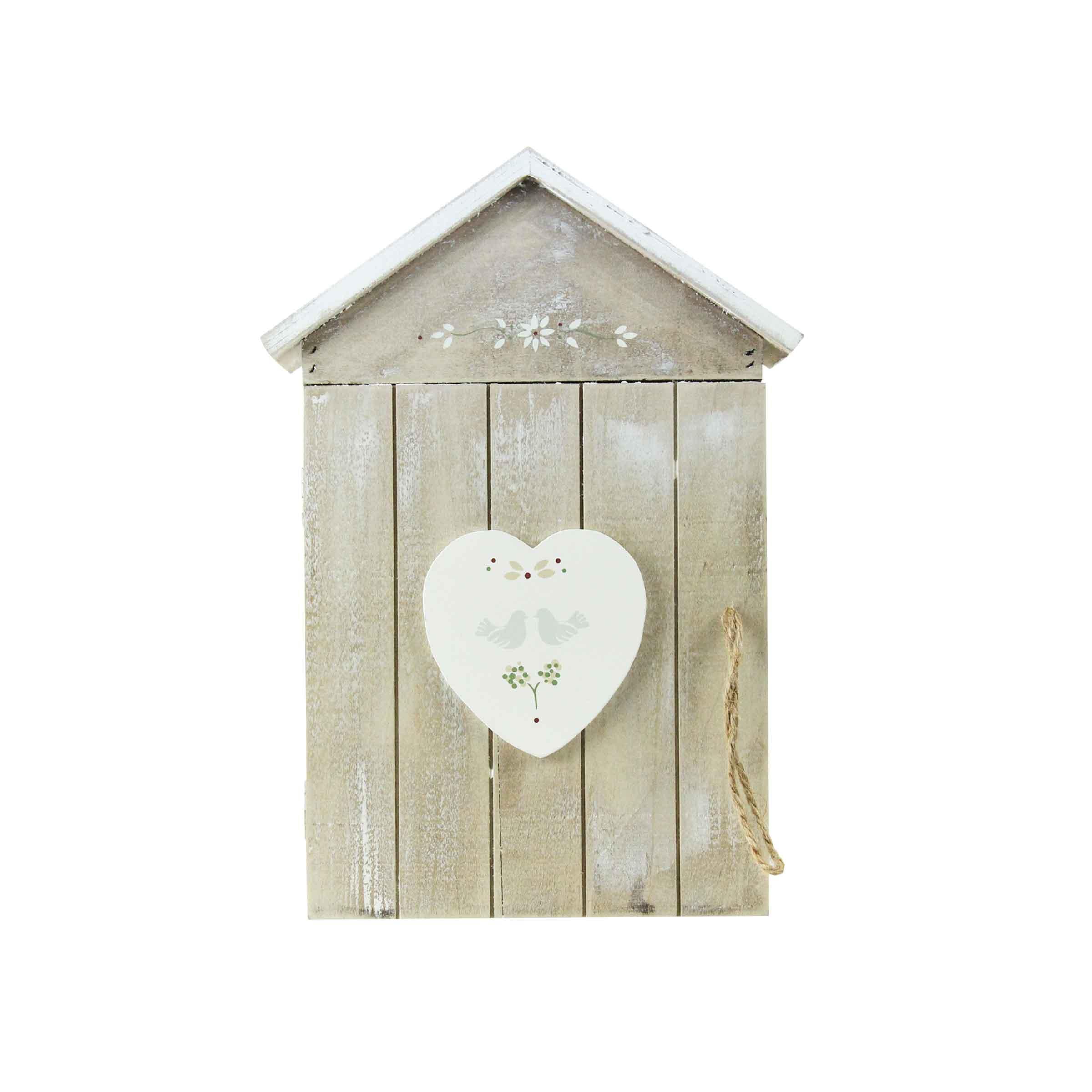 Placard pour clefs petite maison en bois avec motifs floraux et coeur peint en blanc
