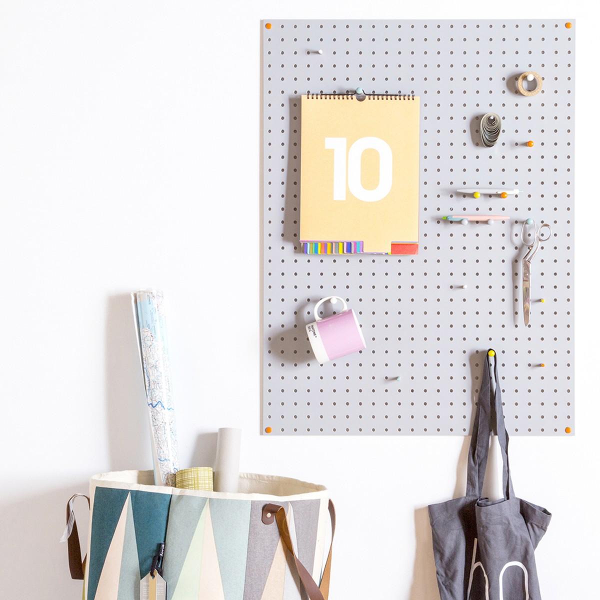 panneau perfor bois peint gris rangement. Black Bedroom Furniture Sets. Home Design Ideas